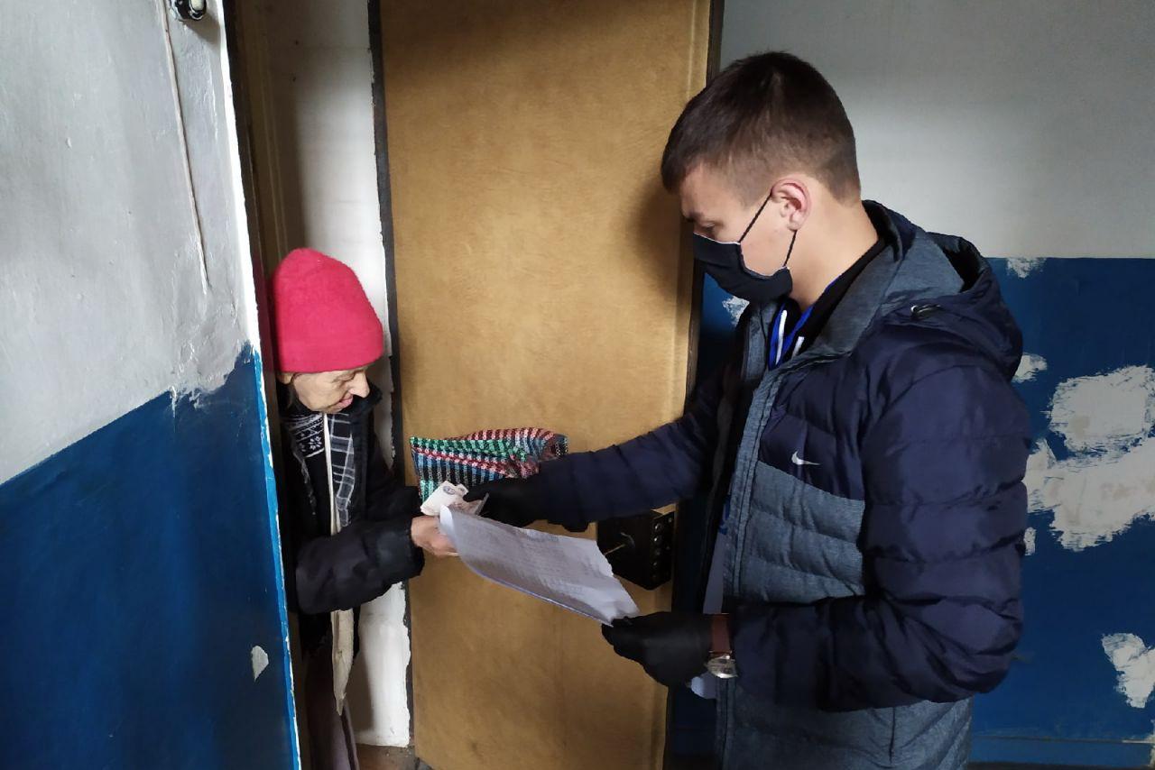Волонтёры помогли 10 луганчанам в рамках акции «Рука помощи»