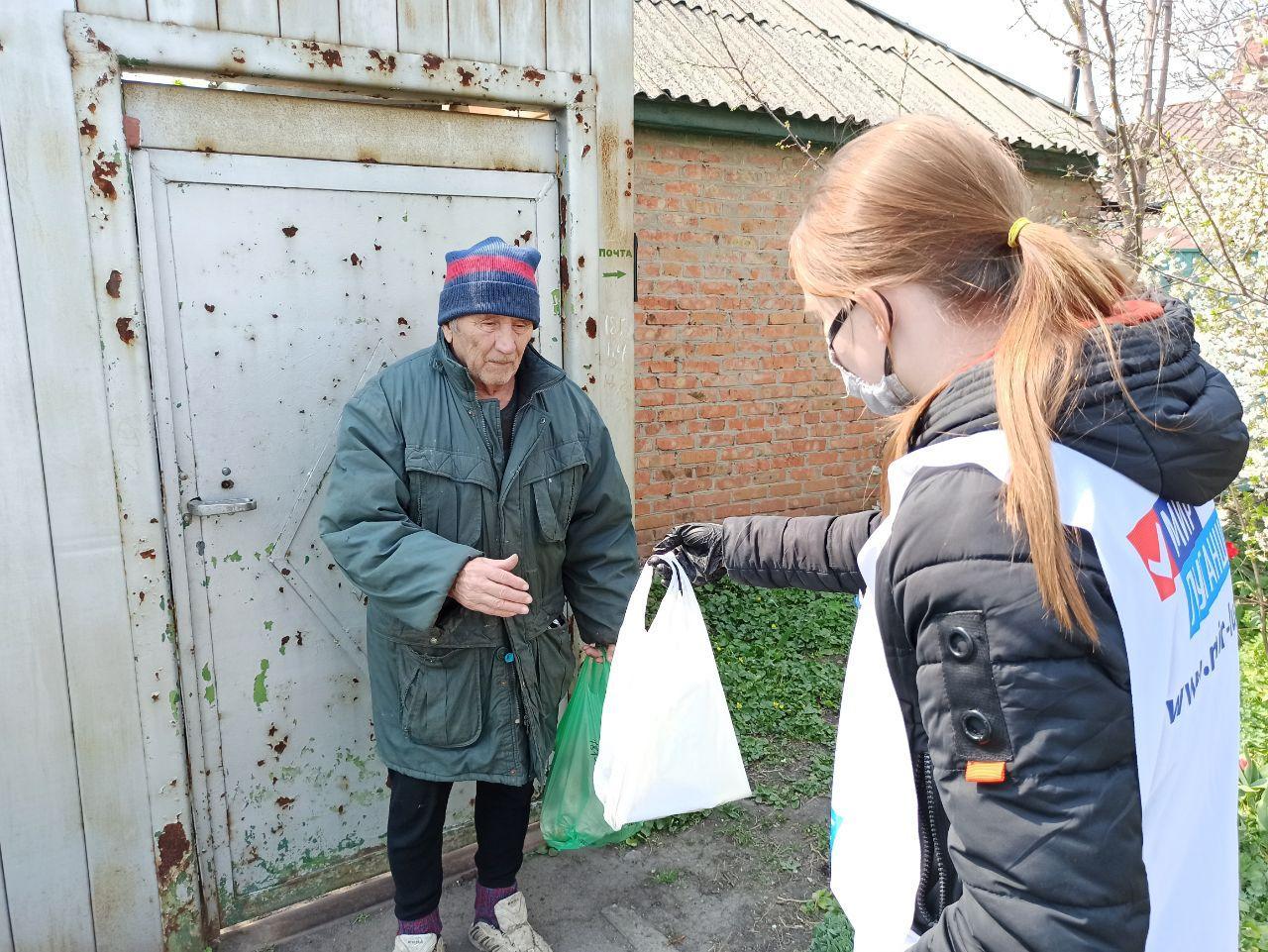 Волонтёры акции «Рука помощи» помогли пятерым жителям Луганска 1