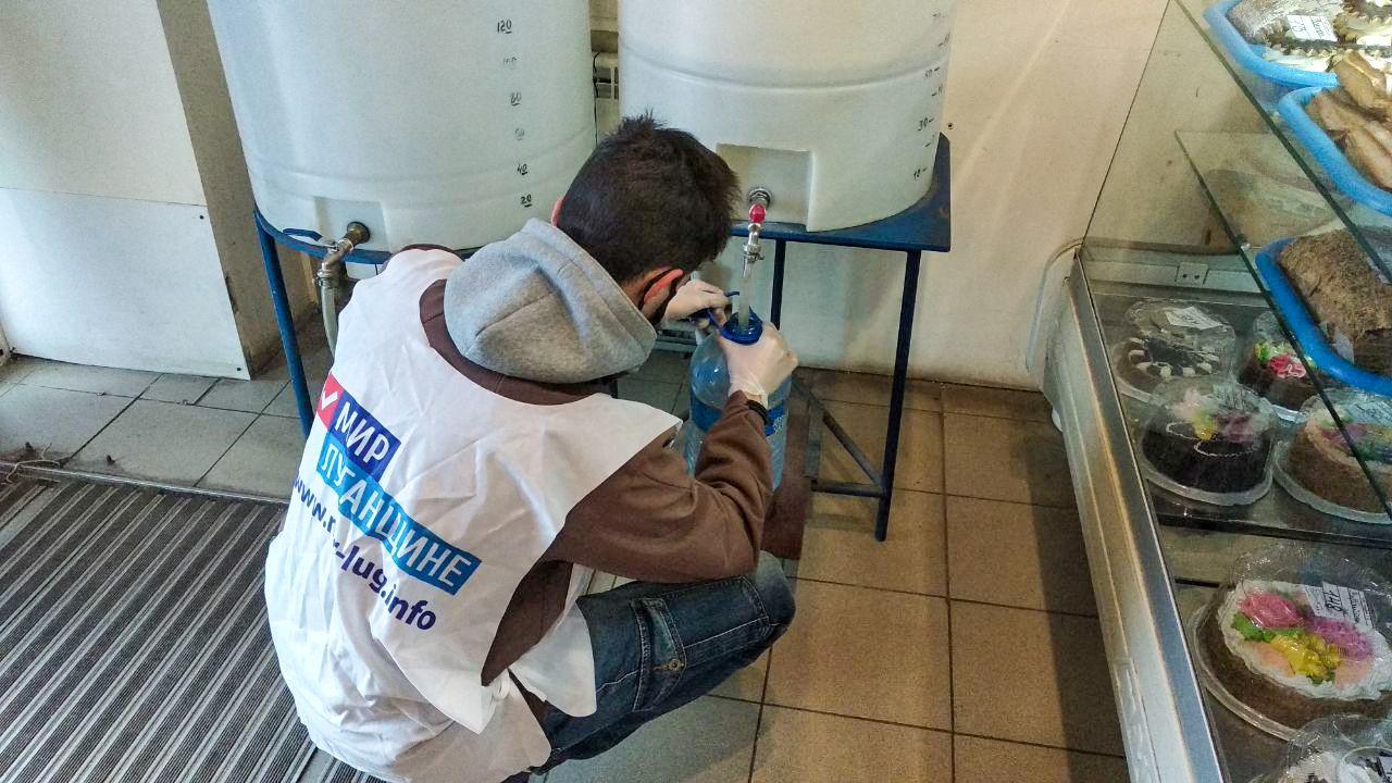 Волонтёры Стаханова помогли пенсионерам в рамках акции «Рука помощи» 2