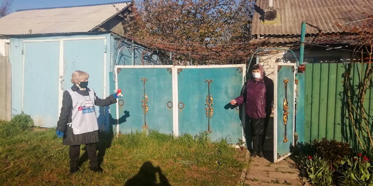 Волонтёры ОД «Мир Луганщине» помогли жительнице села Степовое Славяносербского района