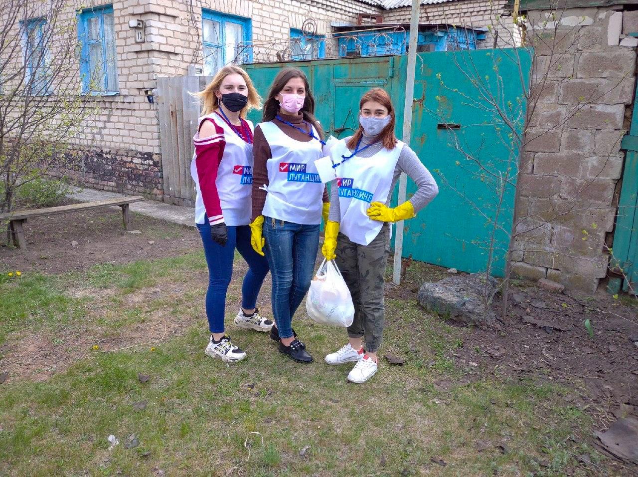 Волонтёры в рамках акции «Рука помощи» помогли жителям Луганска 3