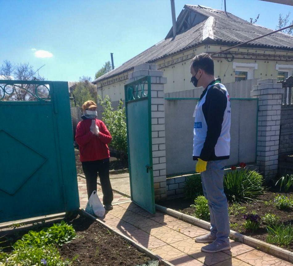 В рамках акции «Рука помощи» волонтёры помогли жителям Первомайска 3