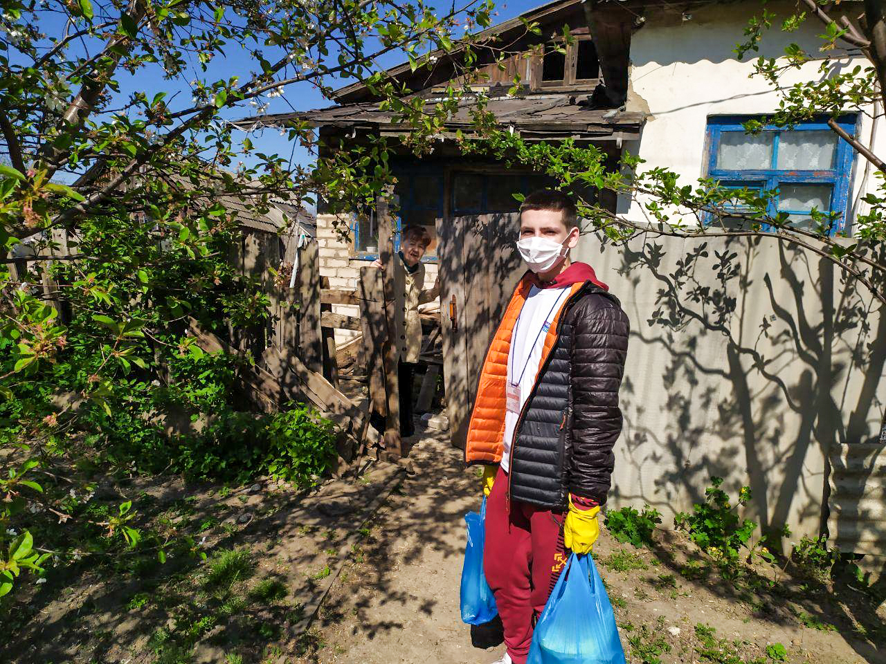 Волонтёры ОД «Мир Луганщине» помогли пятерым жителям Славяносербского района 2