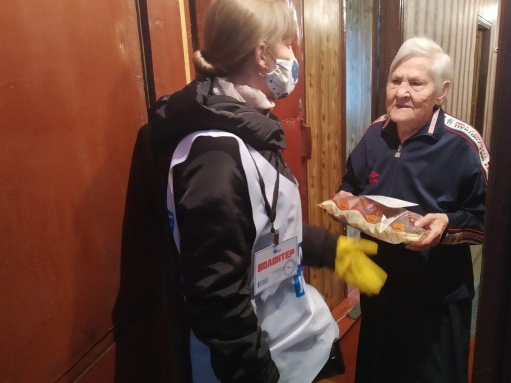 В Краснодоне помогли ветеранам в рамках акции «Рука помощи» 1