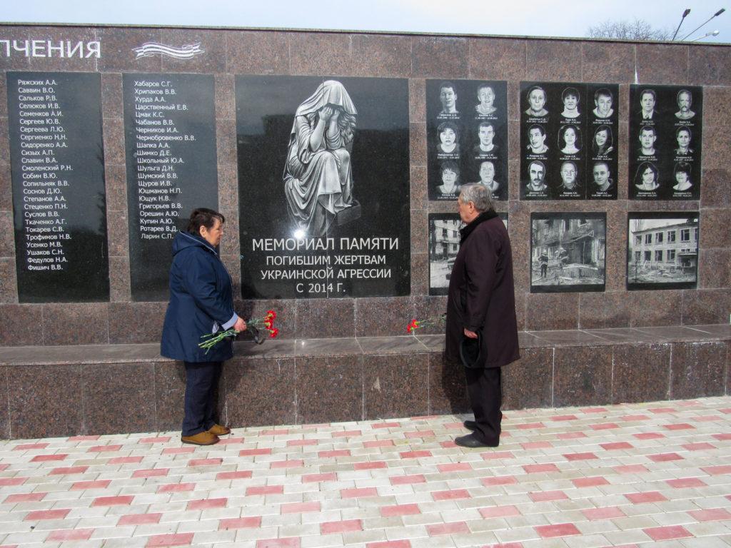 В городах и районах ЛНР почтили память жертв украинской агрессии 2