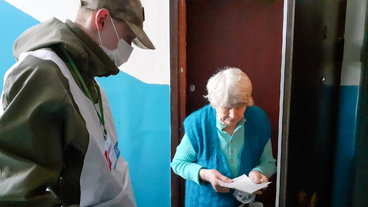 В рамках акции «Рука помощи» помогли жительнице Антрацита 3