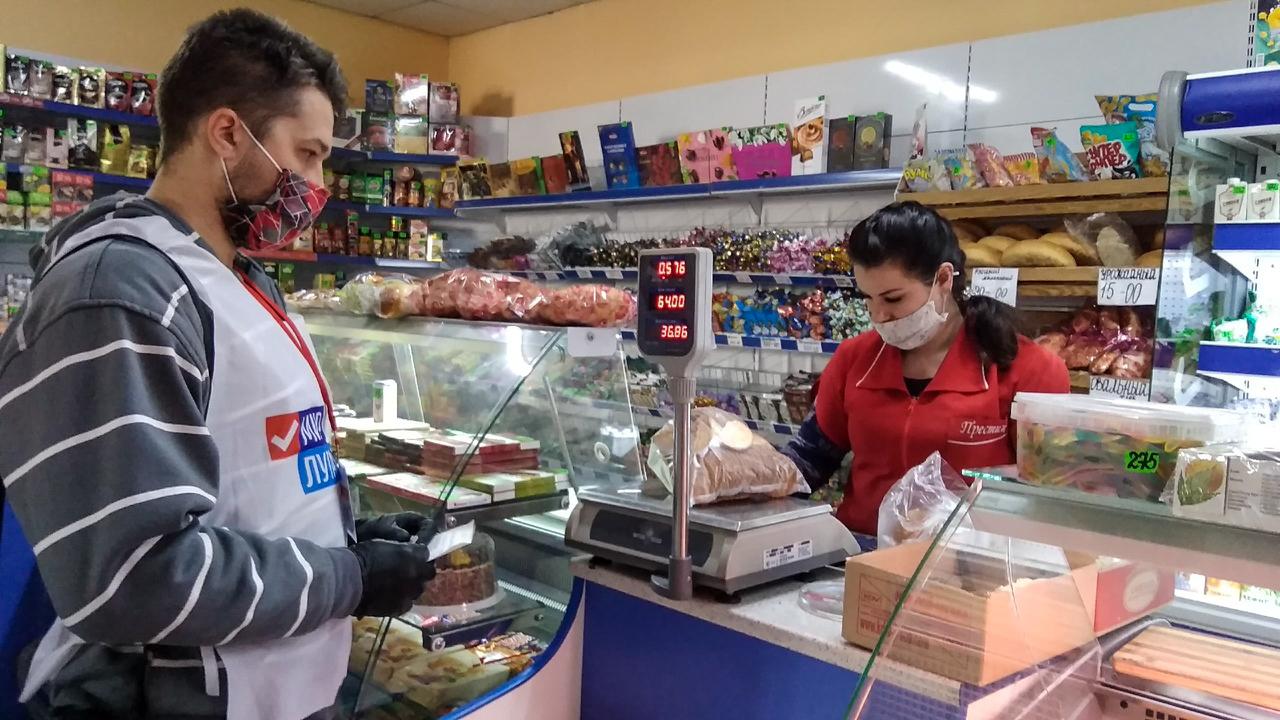 В Червонопартизанске волонтёры помогли жительнице города 2