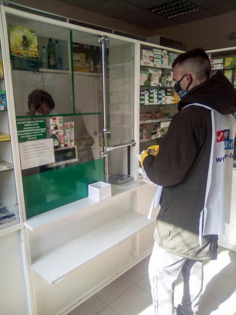 Волонтёры Алчевска помогли жительнице города 1