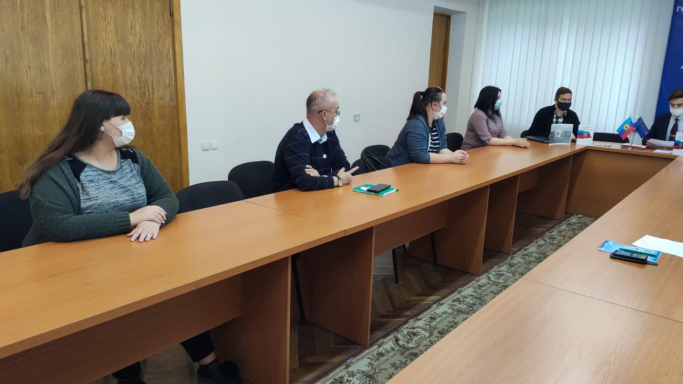 Кировские активисты проекта «Молодая Гвардия» провели круглый стол, посвящённый Дню Конституции ЛНР 2