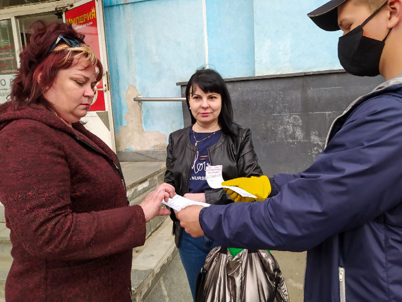 В Красном Луче проинформировали жителей об акции «Рука помощи» 2