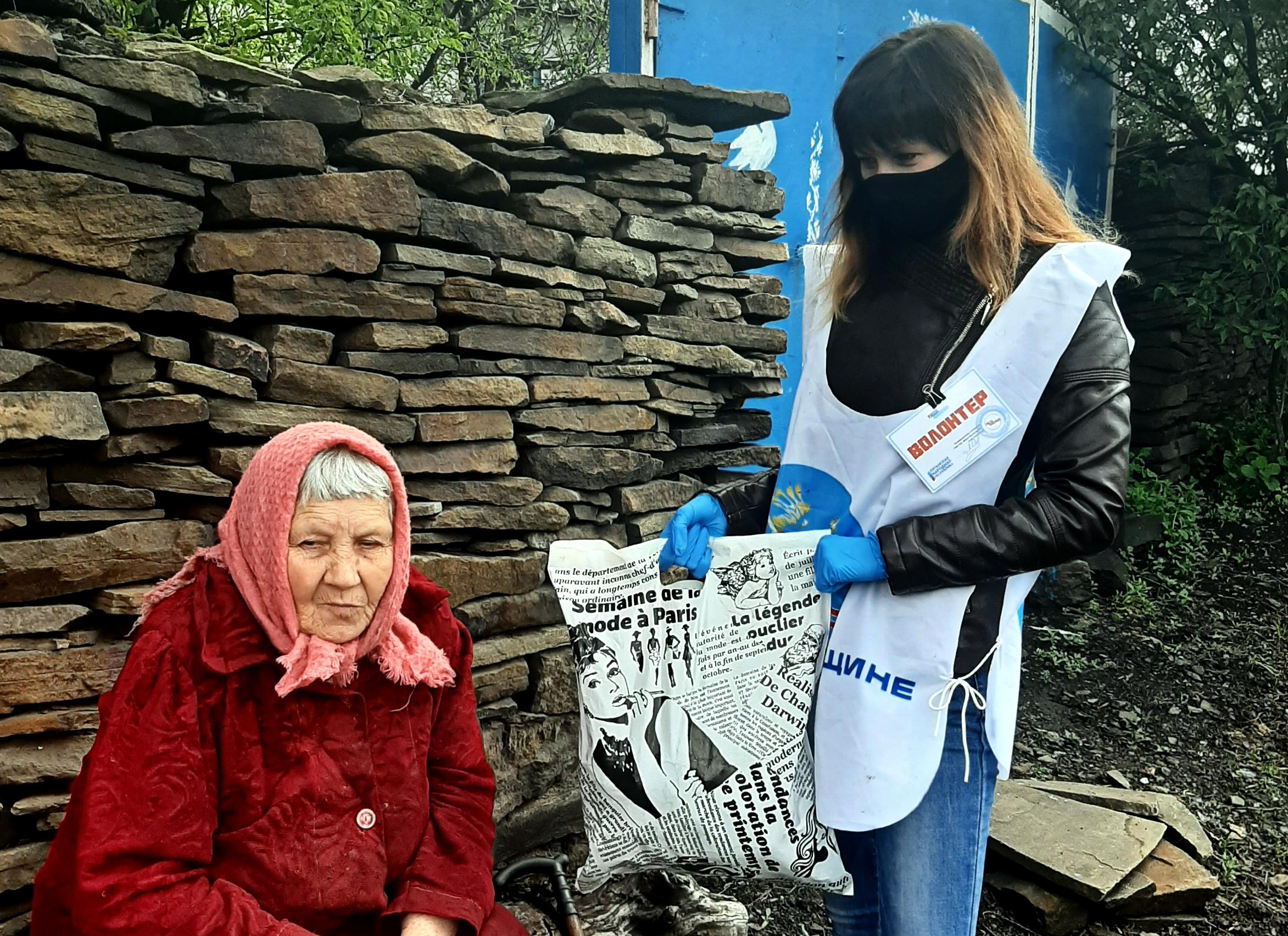 Волонтёры акции «Рука помощи» помогли жительнице посёлка Городище