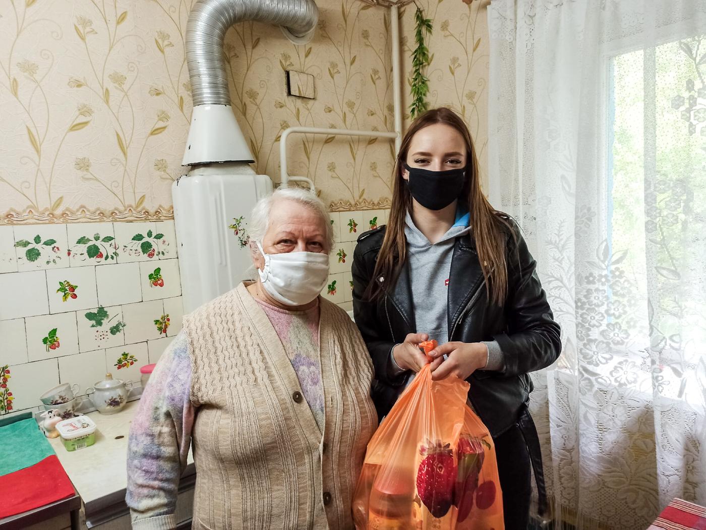 Активисты проекта «Волонтёр» передали жителям Луганска продуктовые наборы 1