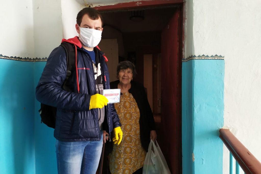 В Красном Луче 6 жителей получили помощь от волонтёров акции «Рука помощи»