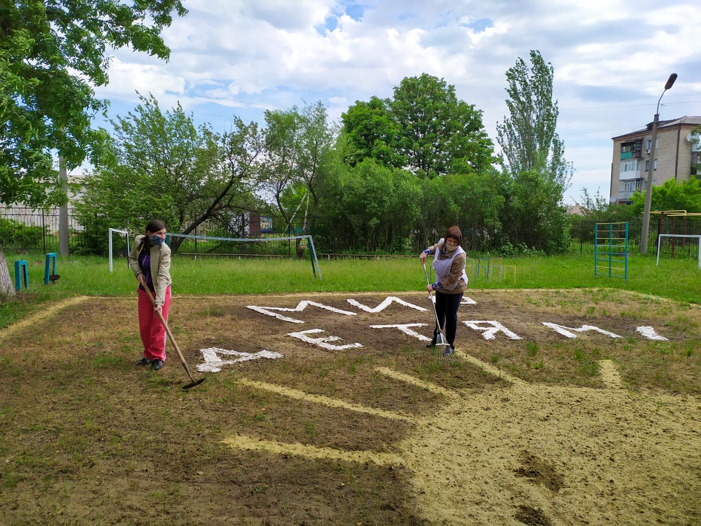 В Славяносербском районе активисты провели акцию «Мир прекрасного – детям!» 2