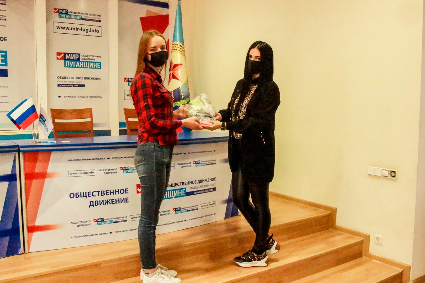 Луганский предприниматель передала маски и антисептик в проект «Волонтёр» 2