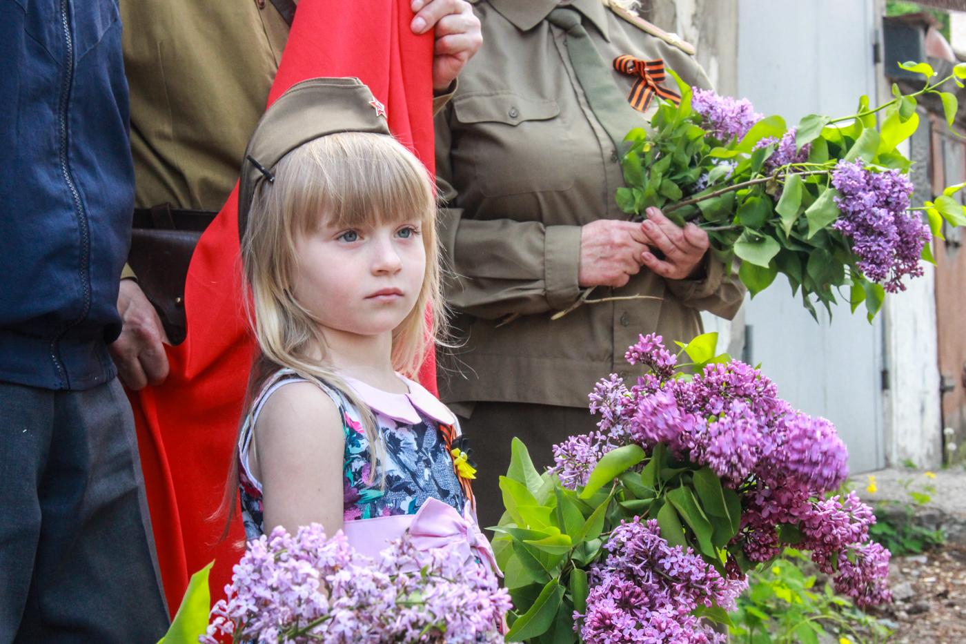 Для ветеранов Великой Отечественной войны устроили мини-концерты в Луганске 4