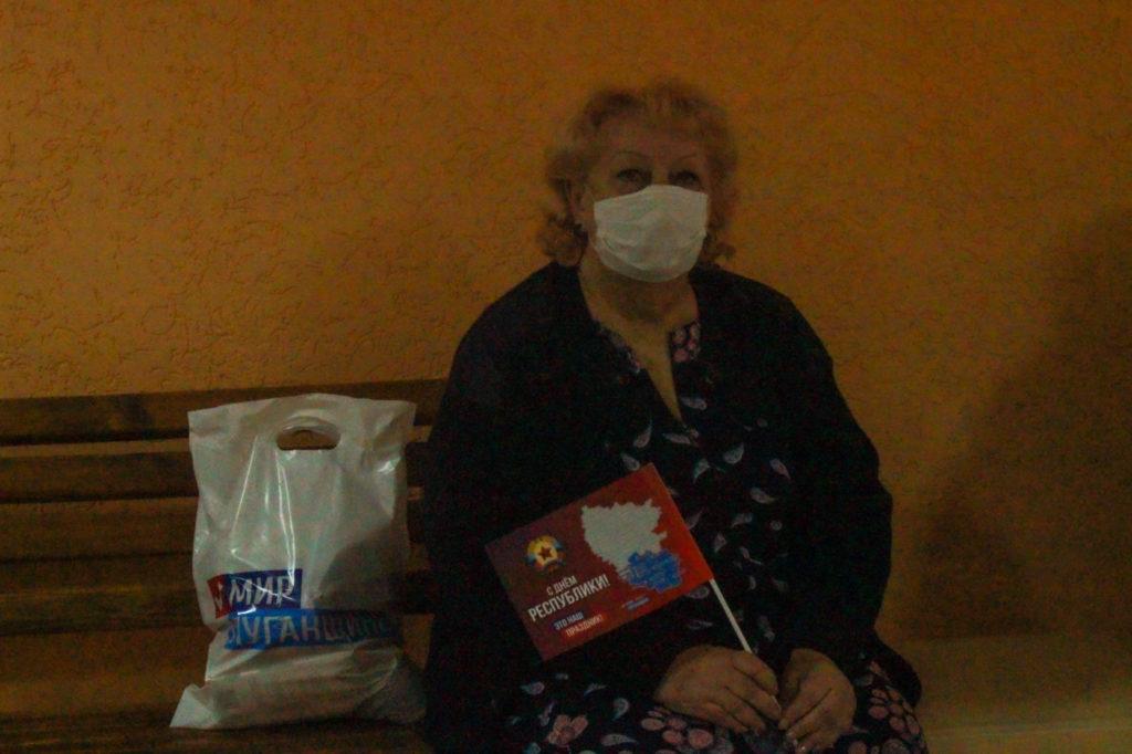 Активисты проекта «Забота о ветеранах» ОД «Мир Луганщине» передали подарки ветеранам в госпиталь