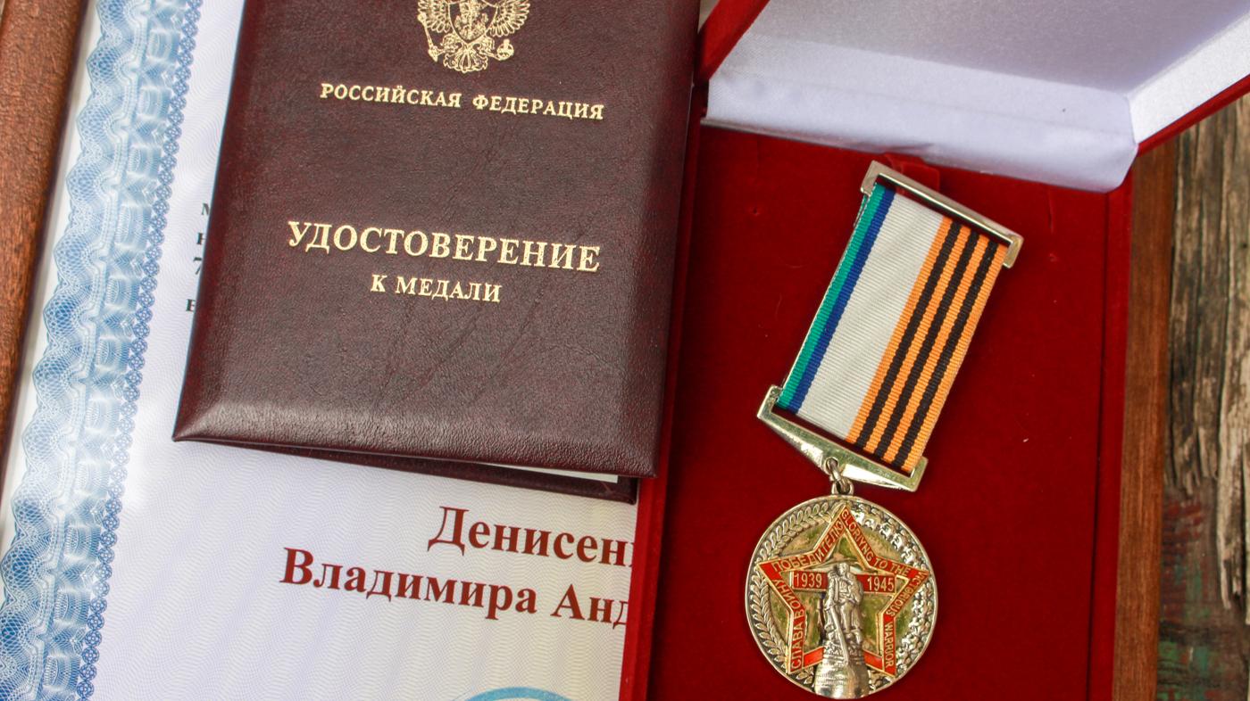 Ветеранам в Луганске торжественно вручили медали от Общероссийского Совета по общественным наградам 1