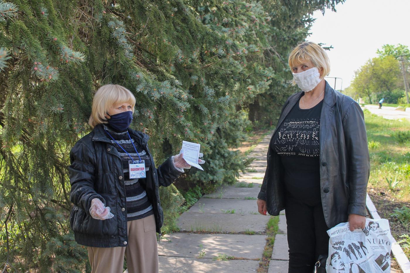 В ЛНР активисты рассказали жителям об акции «Рука помощи» 1