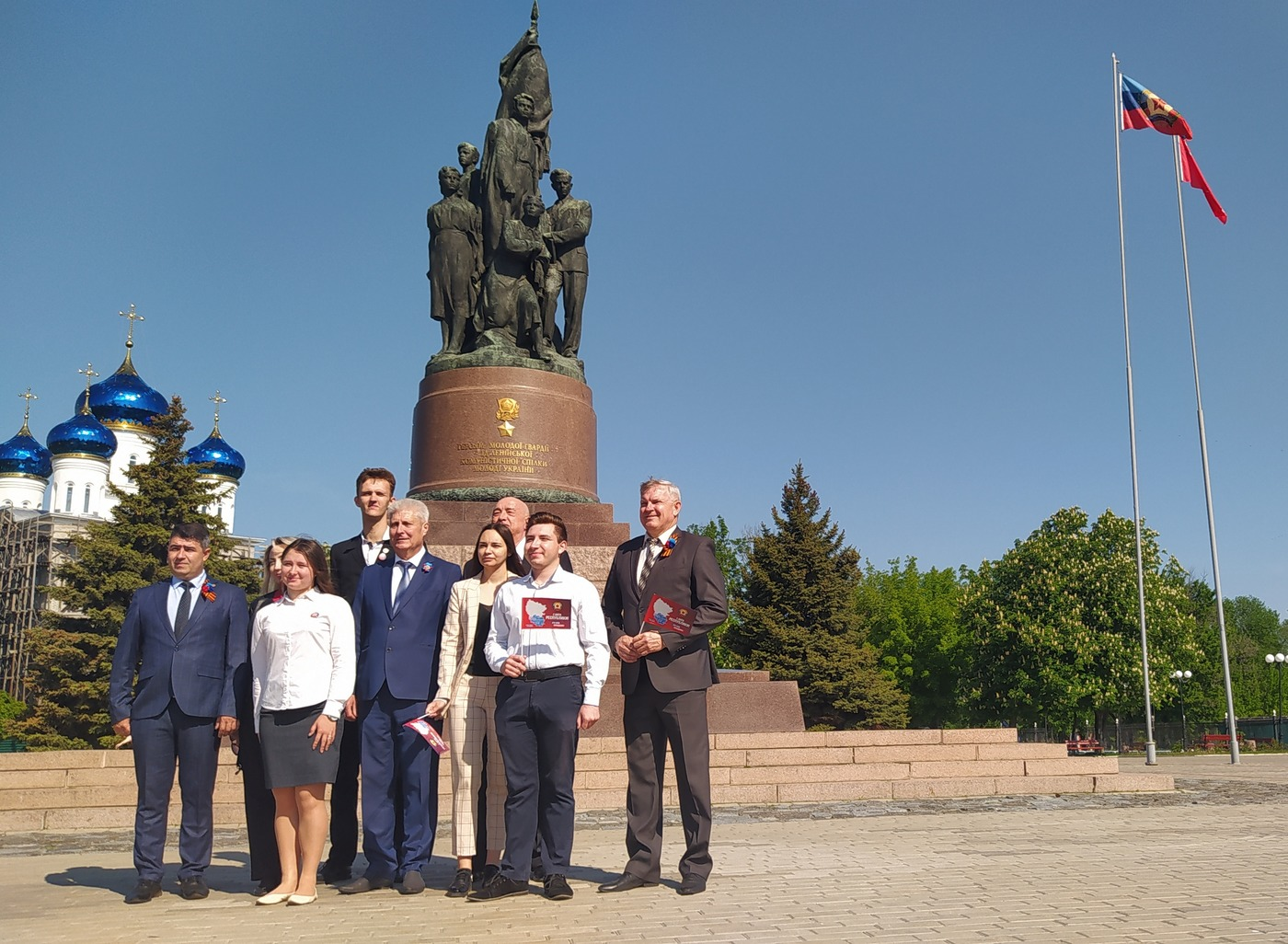 В Краснодоне состоялось поднятие флага Луганской Народной Республики 2