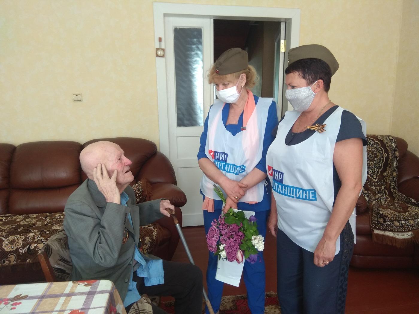 Депутаты Народного Совета ЛНР поздравили ветеранов Луганска