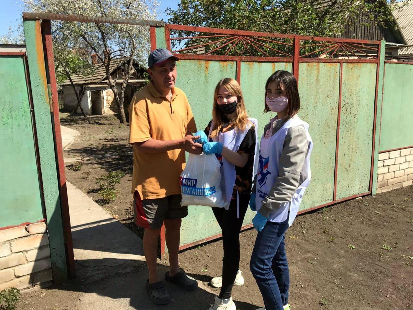 В Луганске передали благотворительную помощь участникам Луганского республиканского общества слепых 1