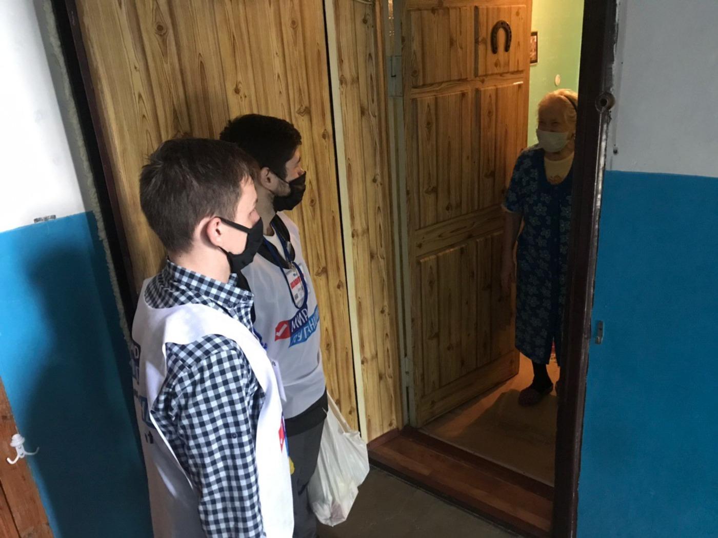 Волонтёры помогли четверым жителям Луганска 2