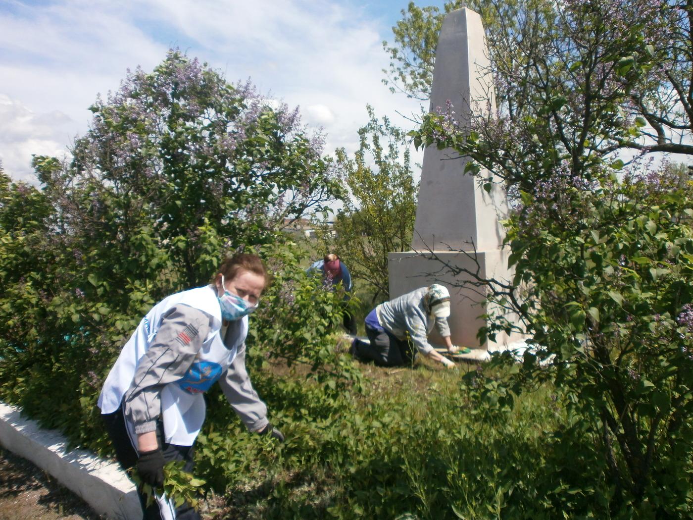 Активисты ОД «Мир Луганщине» провели субботник в Славяносербском районе