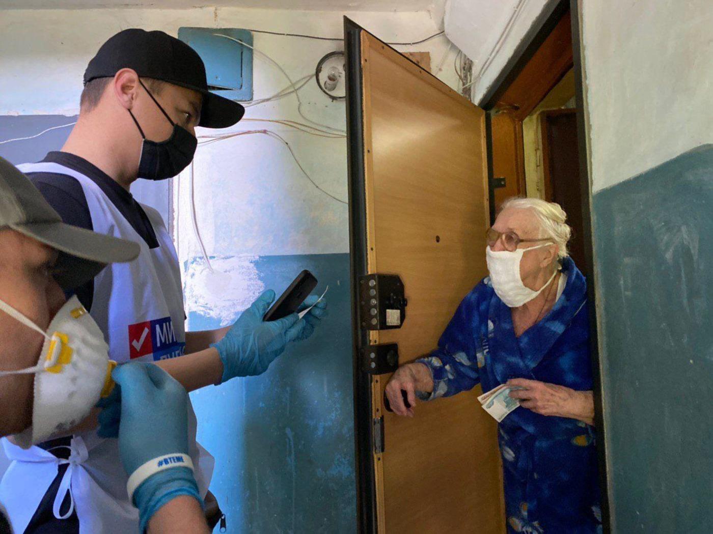 Четверым жителям Луганска помогли в рамках акции «Рука помощи» 2