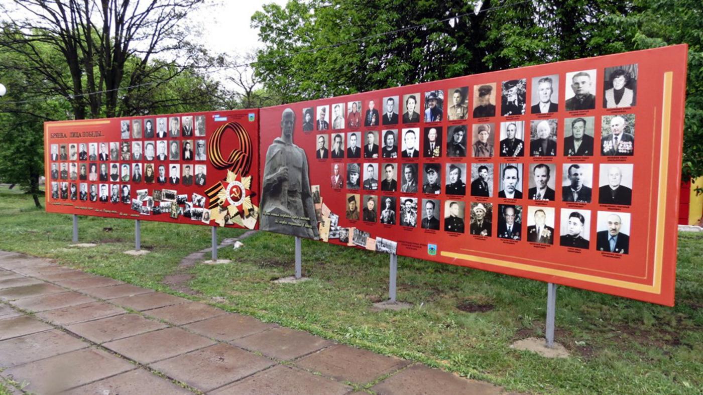 В Брянке открыли первые стенды ленты памяти «Брянка. Лица Победы»