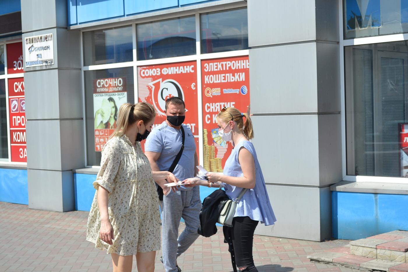В Ровеньках проинформировали граждан об акциях «Рука помощи» и «Стоп наркотикам!»