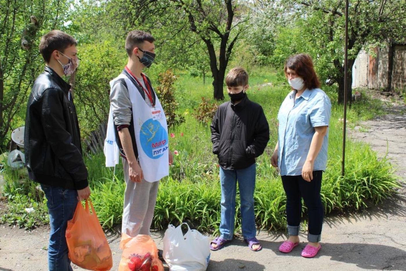 В рамках акции «Алчевская корзина добра» активисты помогли девяти семьям