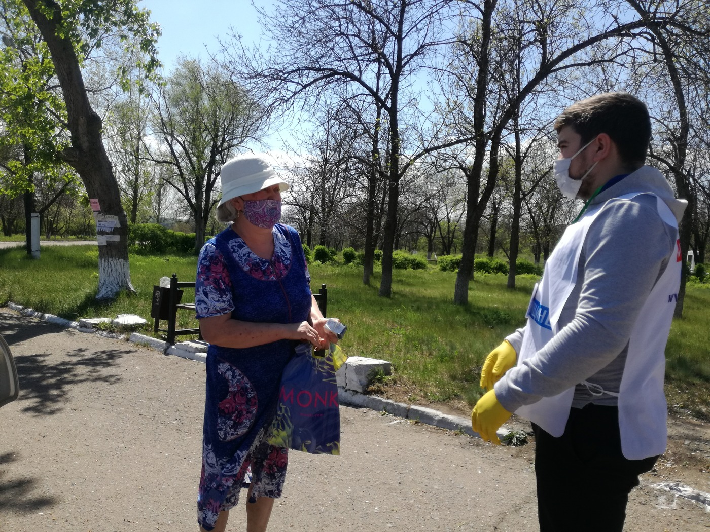 Волонтёры помогли жительнице Брянки