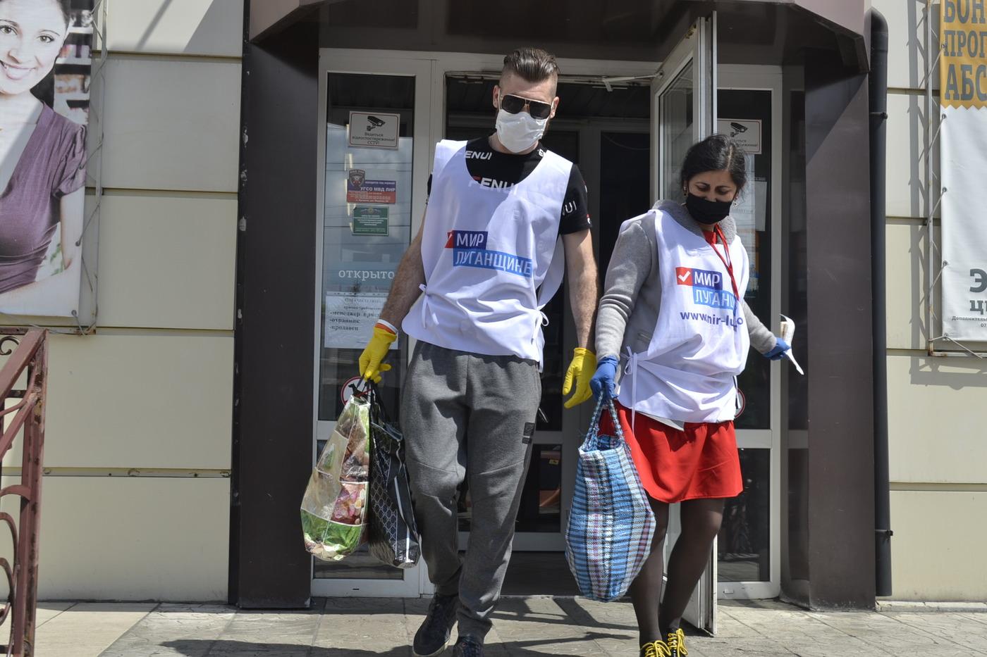 В Ровеньках волонтёры помогли жительнице города 2