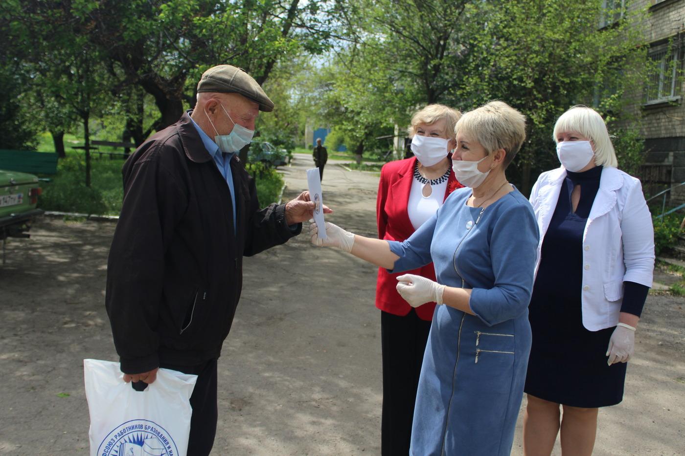 В Славяносербско районе поздравили ветеранов педагогического труда 2