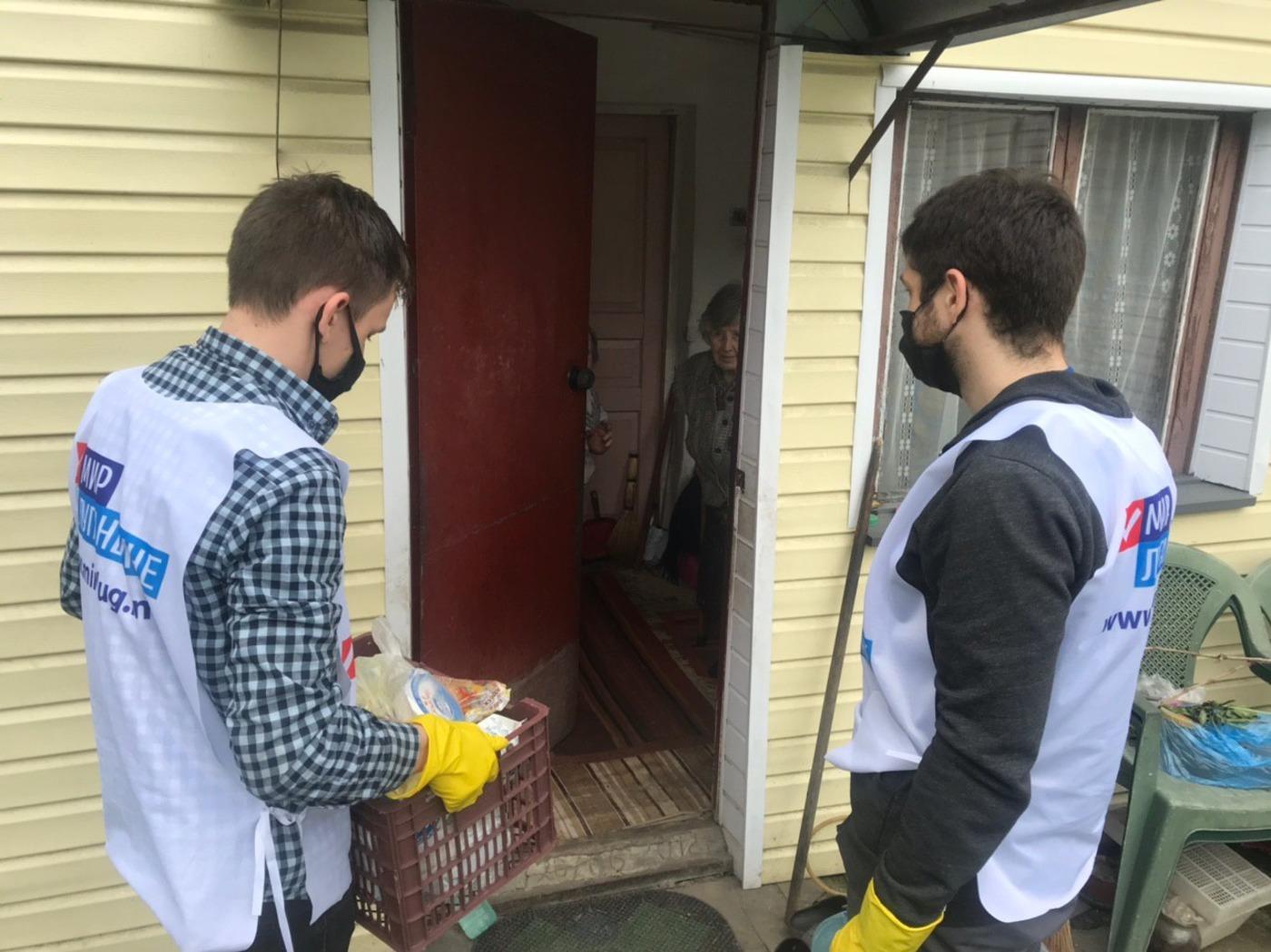 Волонтёры помогли четверым жителям Луганска