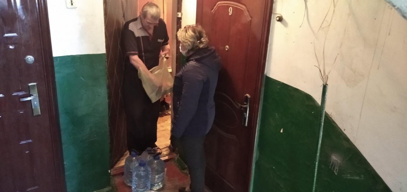 Волонтёры помогли троим жителям в Зимогорье 2