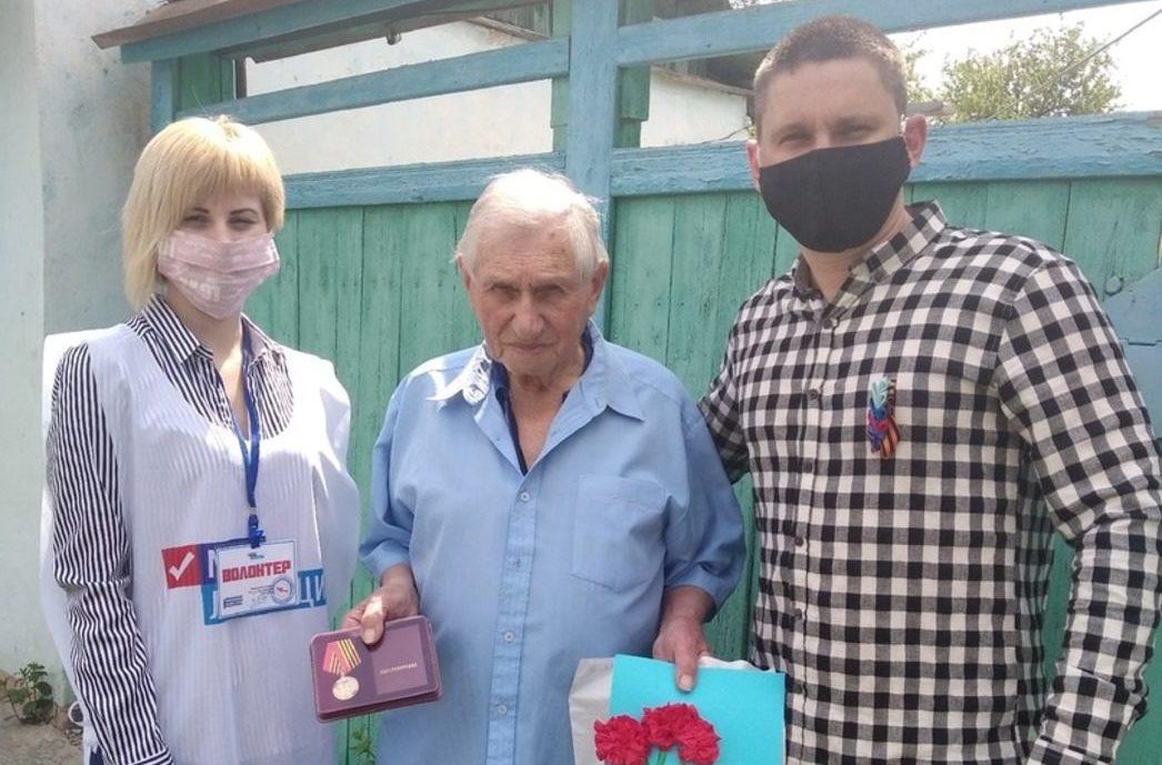 В Луганске состоялась акция «Поздравь ветерана с Днем Победы»