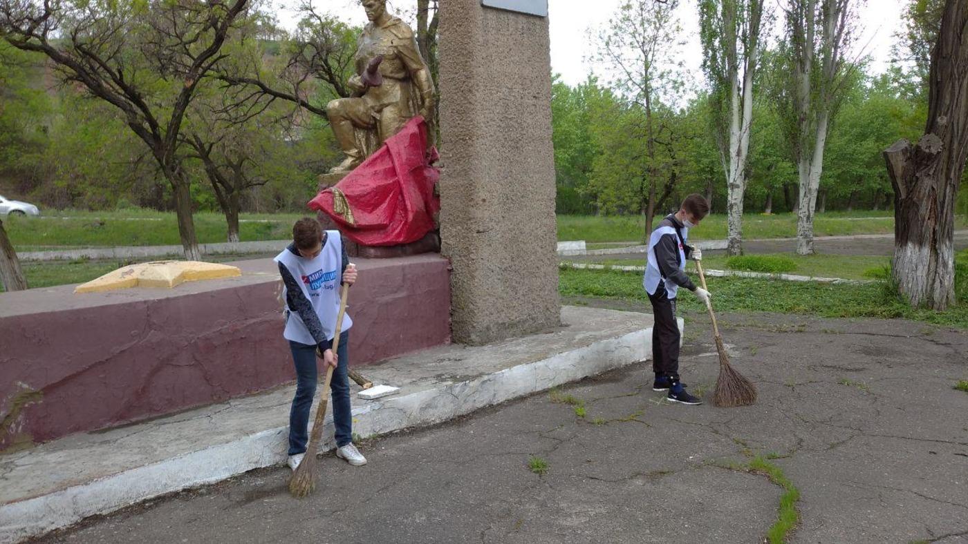 Активисты Кировска привели в порядок памятные места города