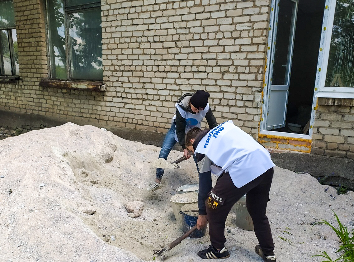 Активисты ОД «Мир Луганщине» помогли с ремонтом детскому саду в Артёмовске 1
