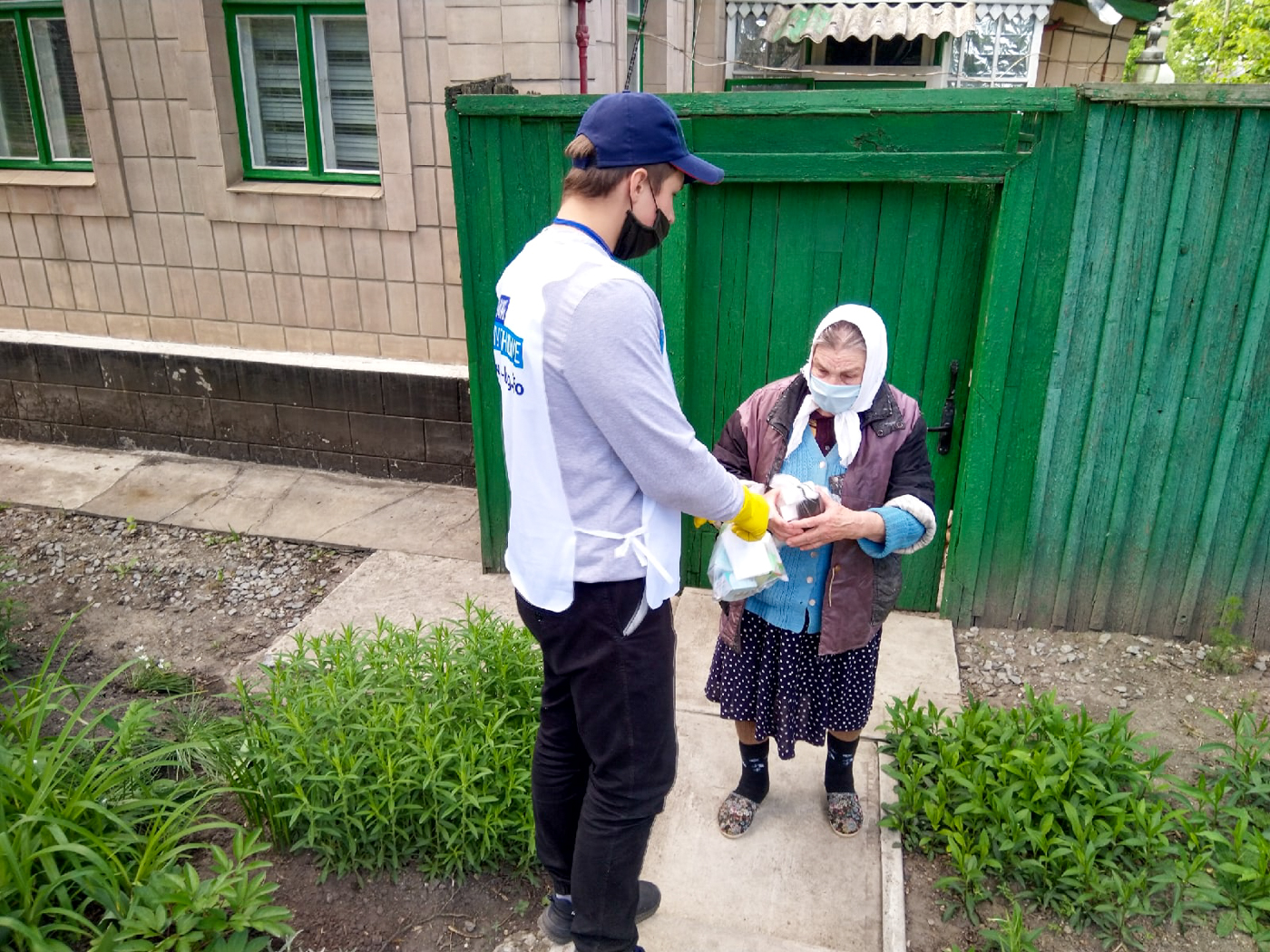 Волонтёры из Луганска помогли 26 гражданам на самоизоляции 3