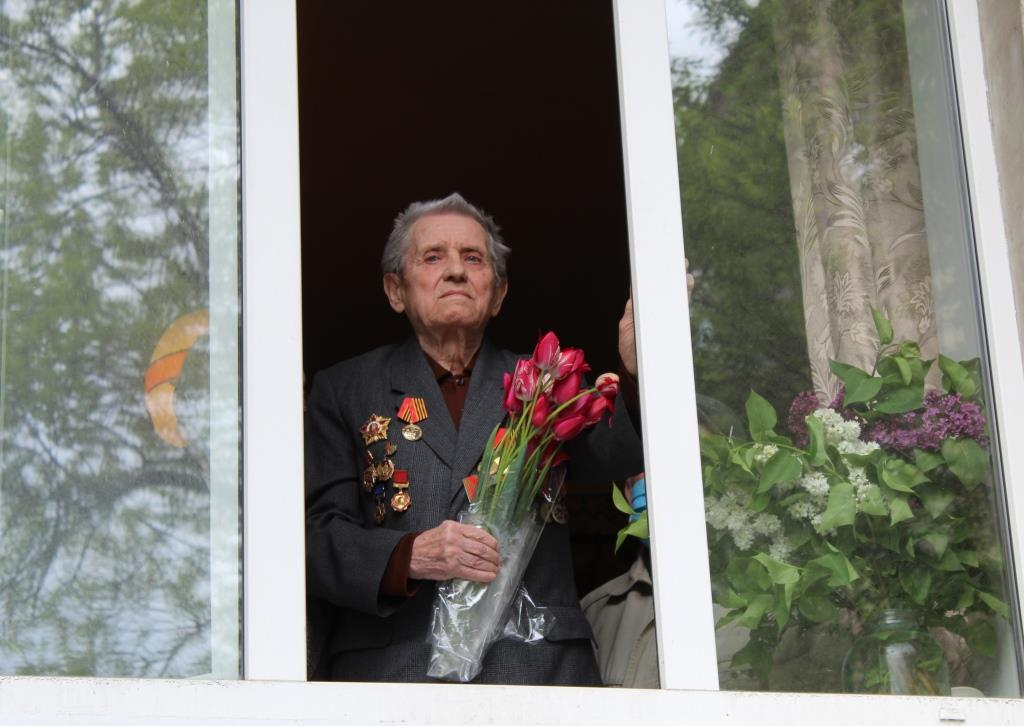В Алчевске поздравили ветеранов с Днём Победы 2