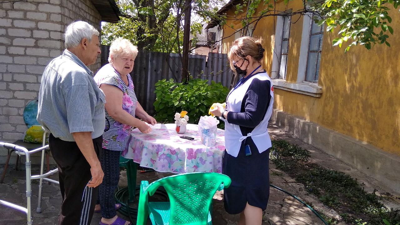 В Свердловске за неделю помогли десяти жителям города 2