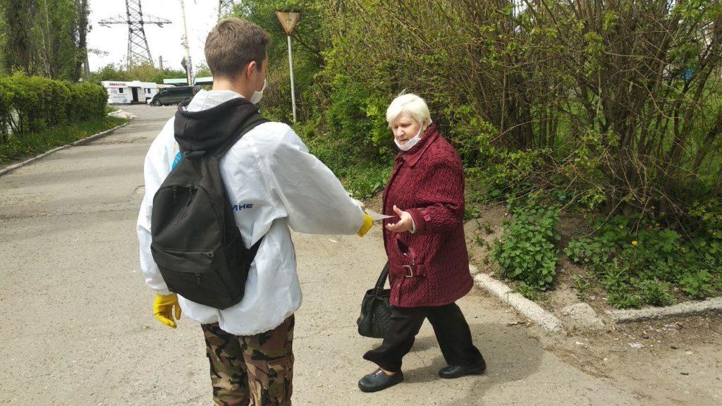 В ЛНР активисты рассказали жителям об акции «Рука помощи»