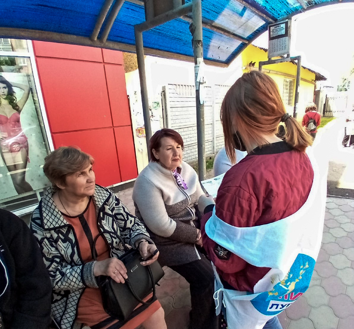 Краснодонские активисты проинформировали жителей об акции «Рука помощи» 2