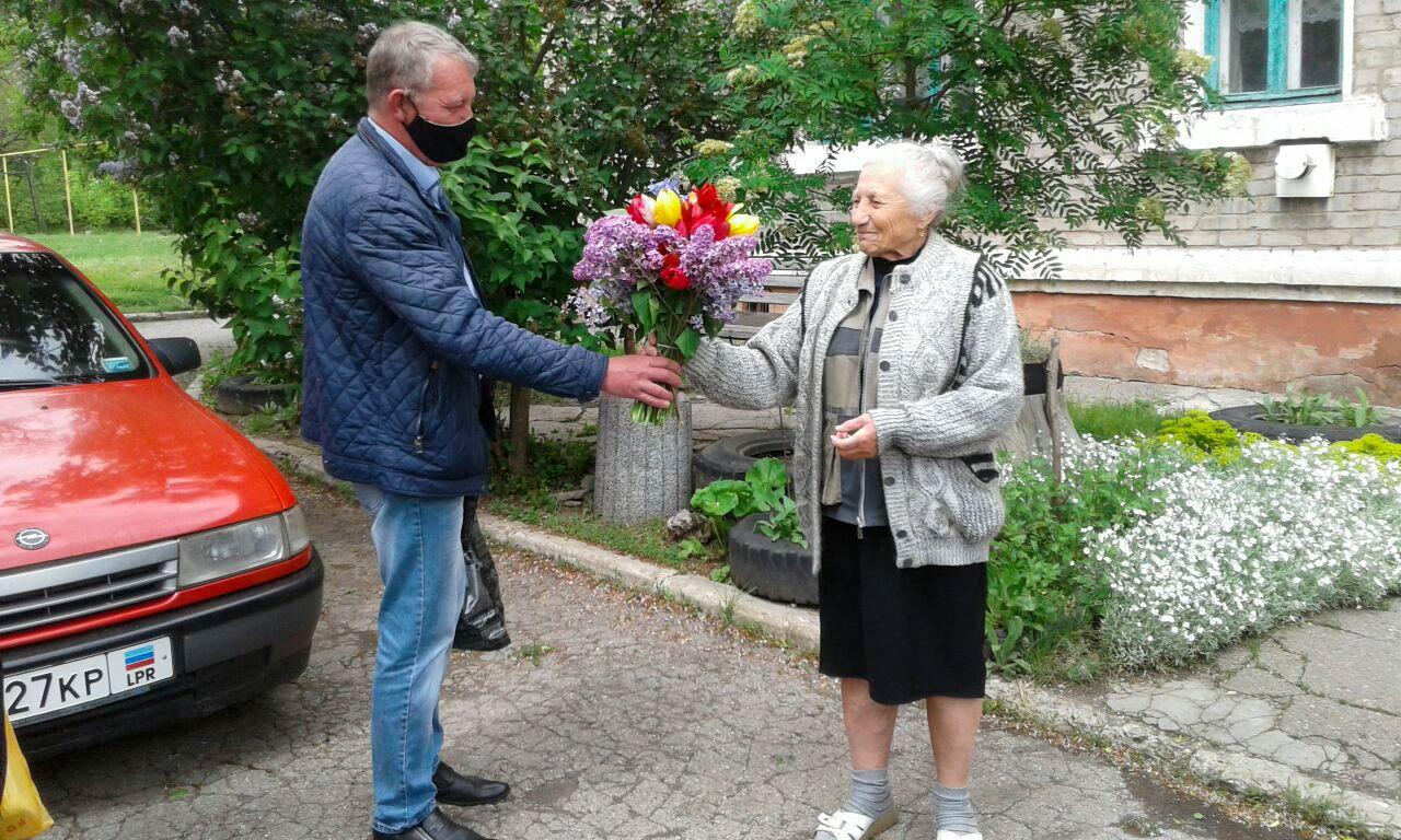 Председателя первичной ветеранской организации города Алмазная поздравили с 80-летием