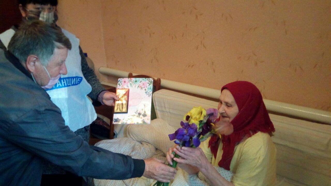 Активисты ОД «Мир Луганщине» поздравили ветерана с днём рождения в селе Светлое 1