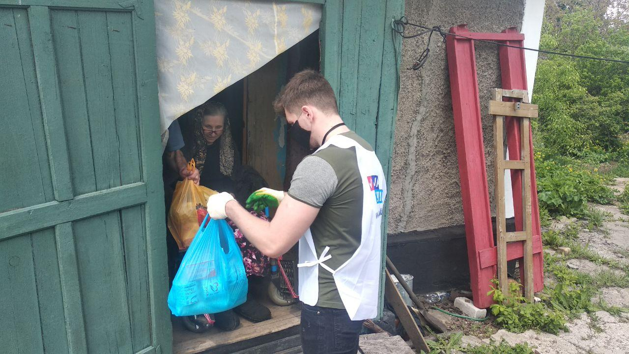 За неделю волонтёры акции «Рука помощи» помогли девятерым жителям Стаханова