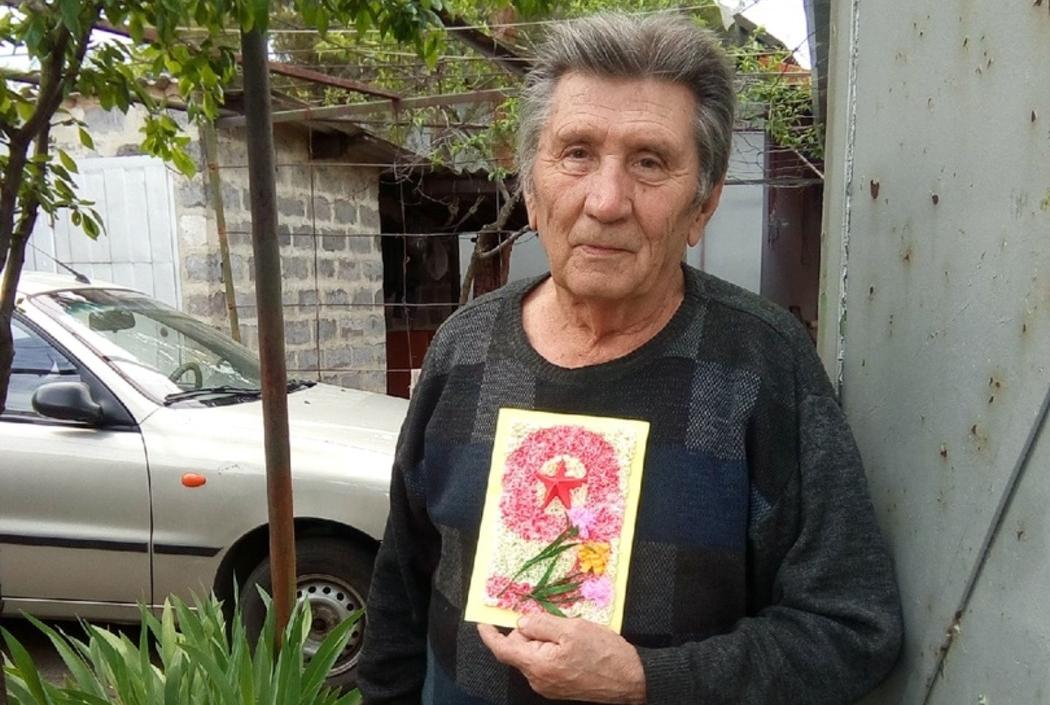 В рамках акции «Рука помощи» волонтёры помогли троим жителям Луганска