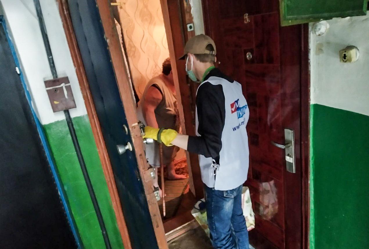 За неделю волонтёры помогли четырём жителям Антрацита 2